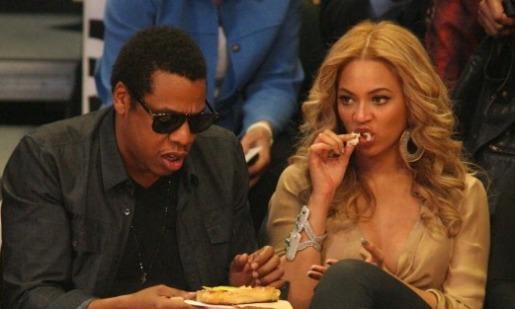 20 de fevereiro de 2011; Jay-Z e Beyonce Knowles a ter um bom tempo em 2011 (60) no Jogo da NBA All Star no Staples Center em Los Angeles CA. centro